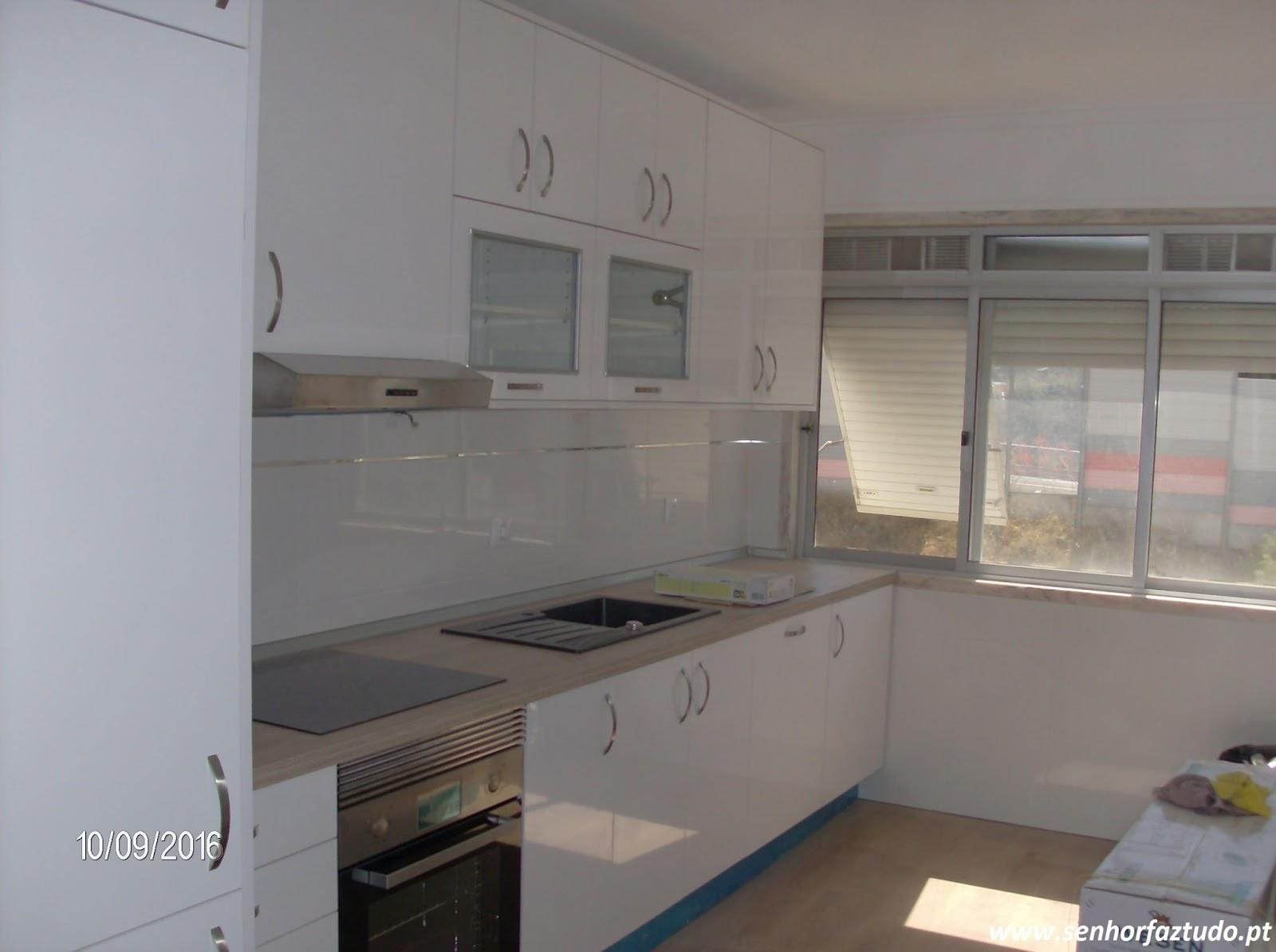 SENHOR FAZ TUDO Faz tudo pelo seu lar !®: Remodelação de Cozinhas #776A54 1600 1194