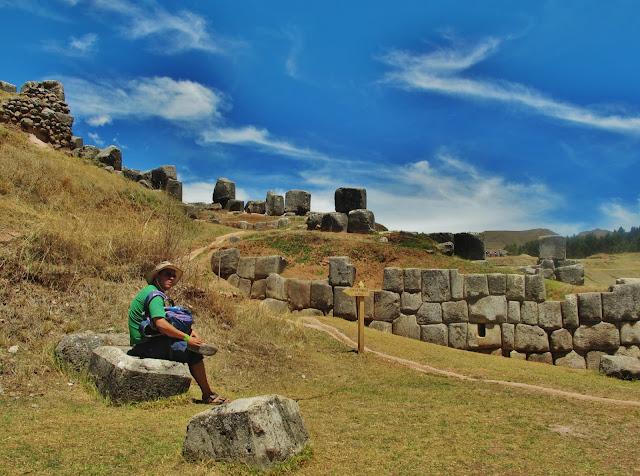 Entre ruínas do antigo Império Inca, em Cusco no Peru