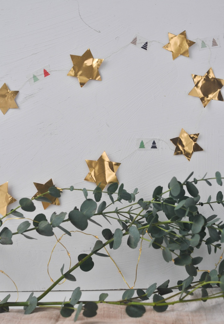 easy DIY Stars Garland made of metal foil