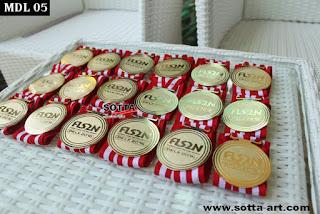 medali wisuda,emblem wisuda,perlengkapan wisuda,medali kuningan,pesan medali jogja,medals