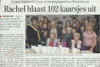 Rachel Vanoverbeke, blaast hier 102 kaarsjes uit.