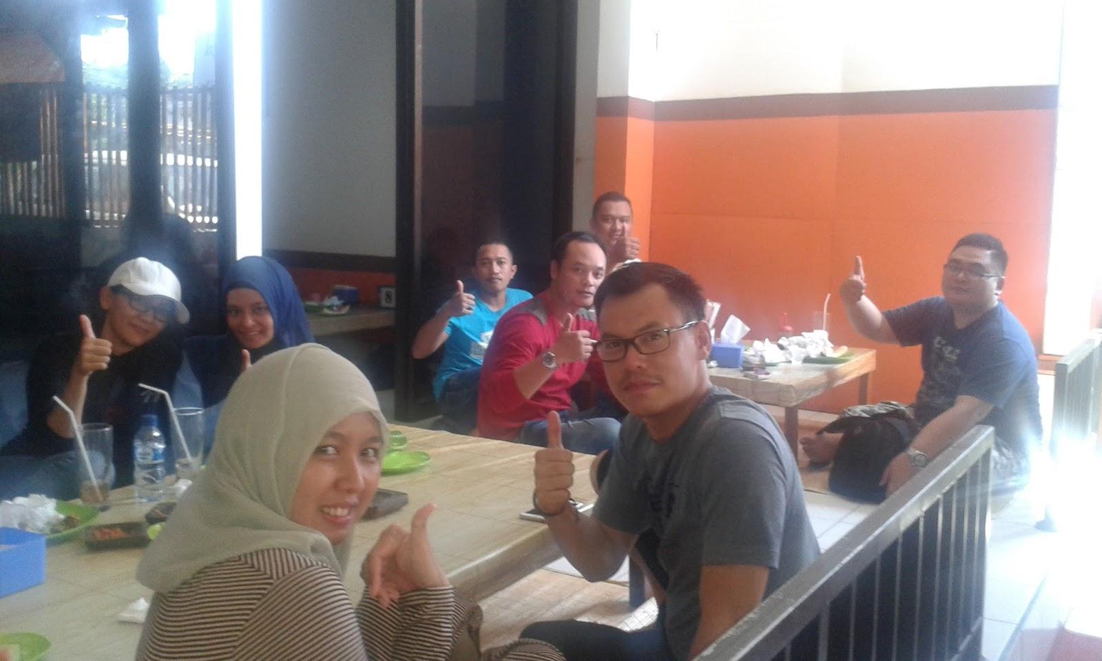 Daftar Rumah Makan Terfavorit Terkenal Di Bali 2016 Nasi Kotak Batur Kursi Kayu Jati Unik Scandinavian Modern Cafe Melayani Tempat Halal Untuk Rombongan Kue Atau Snack Box Tour Group