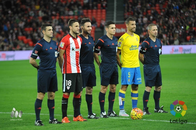Trio arbitral y capitanes del Athletic Club y UD Las Palmas