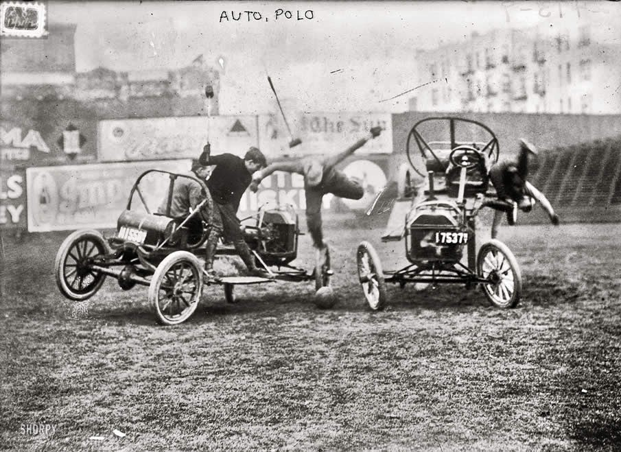 Polo sobre autos en 1912