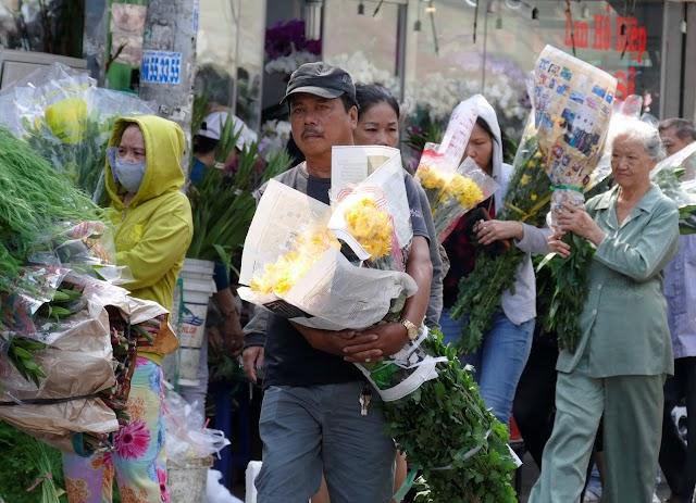 Chợ hoa Hồ Thị Kỷ bước vào đỉnh điểm mùa bán hoa
