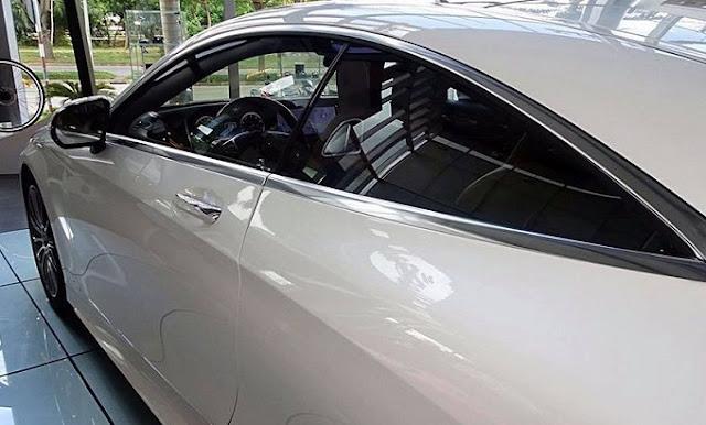 Cửa xe Mercedes S400 4MATIC Coupe 2017 được thiết kế không có đường viền bao quanh phía trên cánh cửa