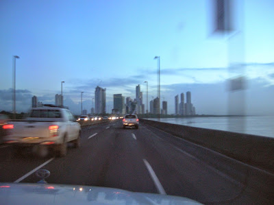 Amaneciendo Panamá, round the world, La vuelta al mundo de Asun y Ricardo, mundoporlibre.com