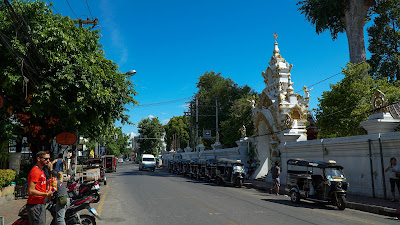Entrance to Wat Chedi Luang