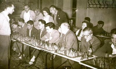 Ridameya en una sesión de simultáneas en La Pobla de Lillet en 1956
