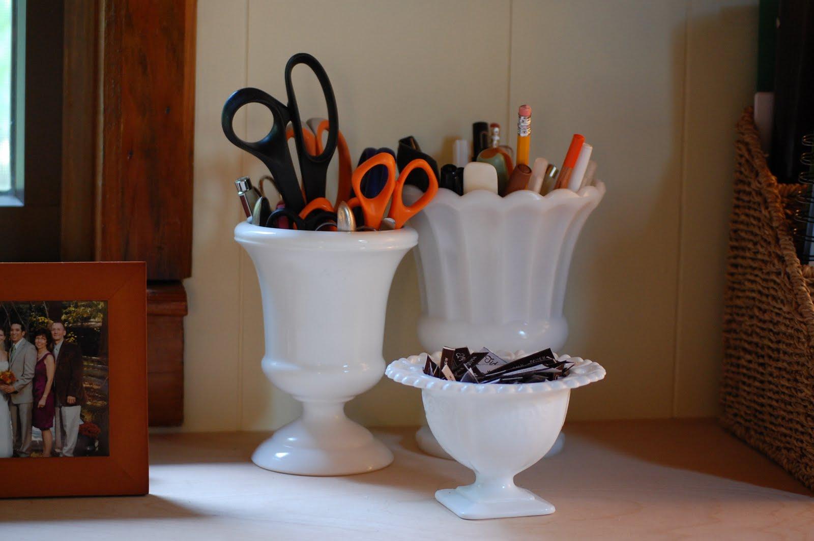 Tidy Brown Wren Bringing Order To Your Nest Unusual Desk