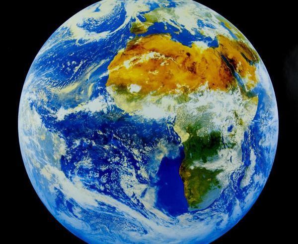 Какая-то сила ослабляет магнитное поле Земли под Африкой