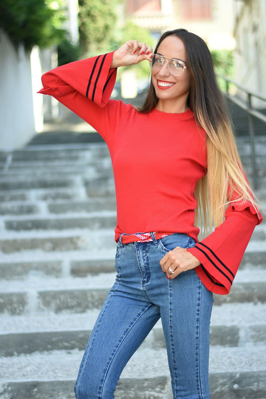 maglione rosso acceso