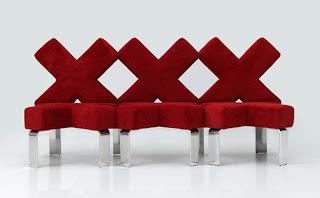 Diseño de sofá con forma de letra