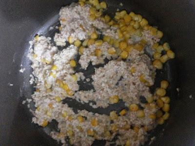 صور طبخ شوربة الشوفان بالدجاج-اضافة الشوفان