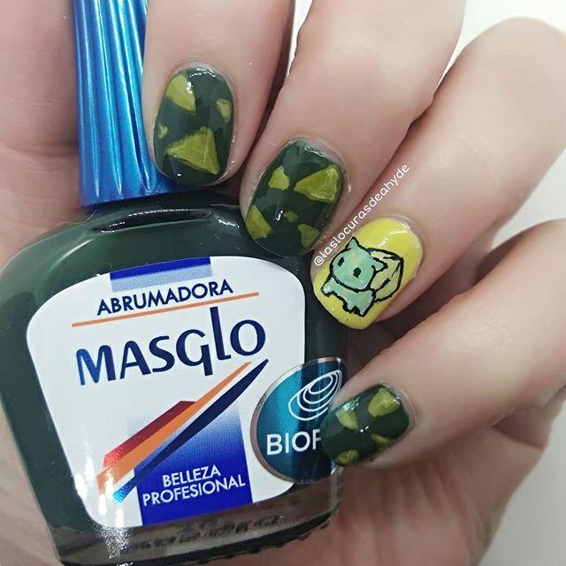 nail art mano alzada de bulbasaur