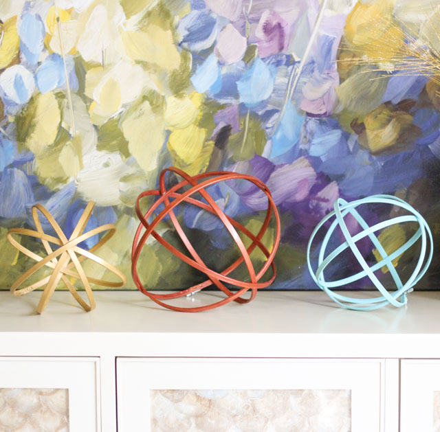 Make these embroidery hoop spheres for just a few dollars each! #embroideryhoop #orb #sphere