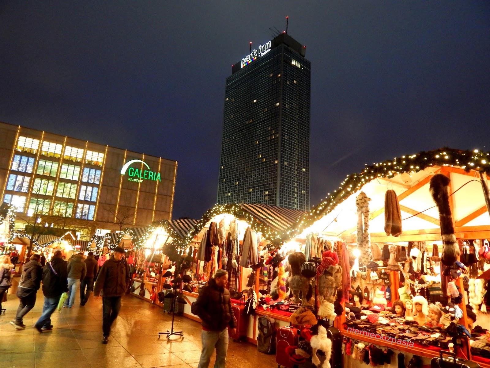 Weihnachtsmarkt W.Weihnachtsmarkt Am Alexanderplatz In Berlin Kiermasz świąteczny