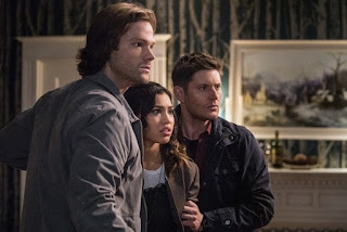 "Jared Padalecki as Sam Winchester, Kara Royster as Alicia Banes and Jensen Ackles as Dean Winchester in Supernatural 12x20 ""Twigs & Twine & Tasha Banes"""
