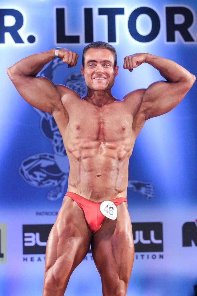 Rodrigo Peixoto executa pose compulsória Duplo Bíceps Frontal. Foto: Paulo Roberto