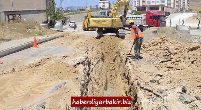 DİSKİ, Silvan'da kısmi kanalizasyon şebekesi döşüyor