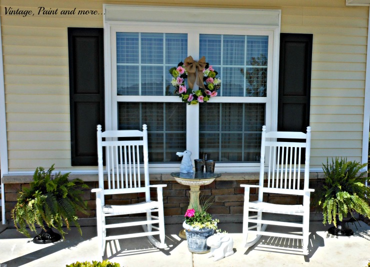 Vintage, Paint and more... Spring porch with vintage finds, DiY faux flower wreath and sun loving flower garden container