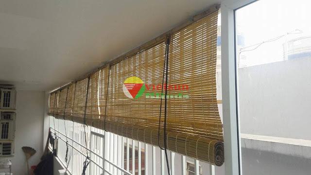 Rèm sáo trúc cửa sổ tự nhiên tươi tắn kết hợp cùng mùi thơm thanh khiết của trúc còn có tác dụng giúp tinh thần thoải mái, thư giãn.