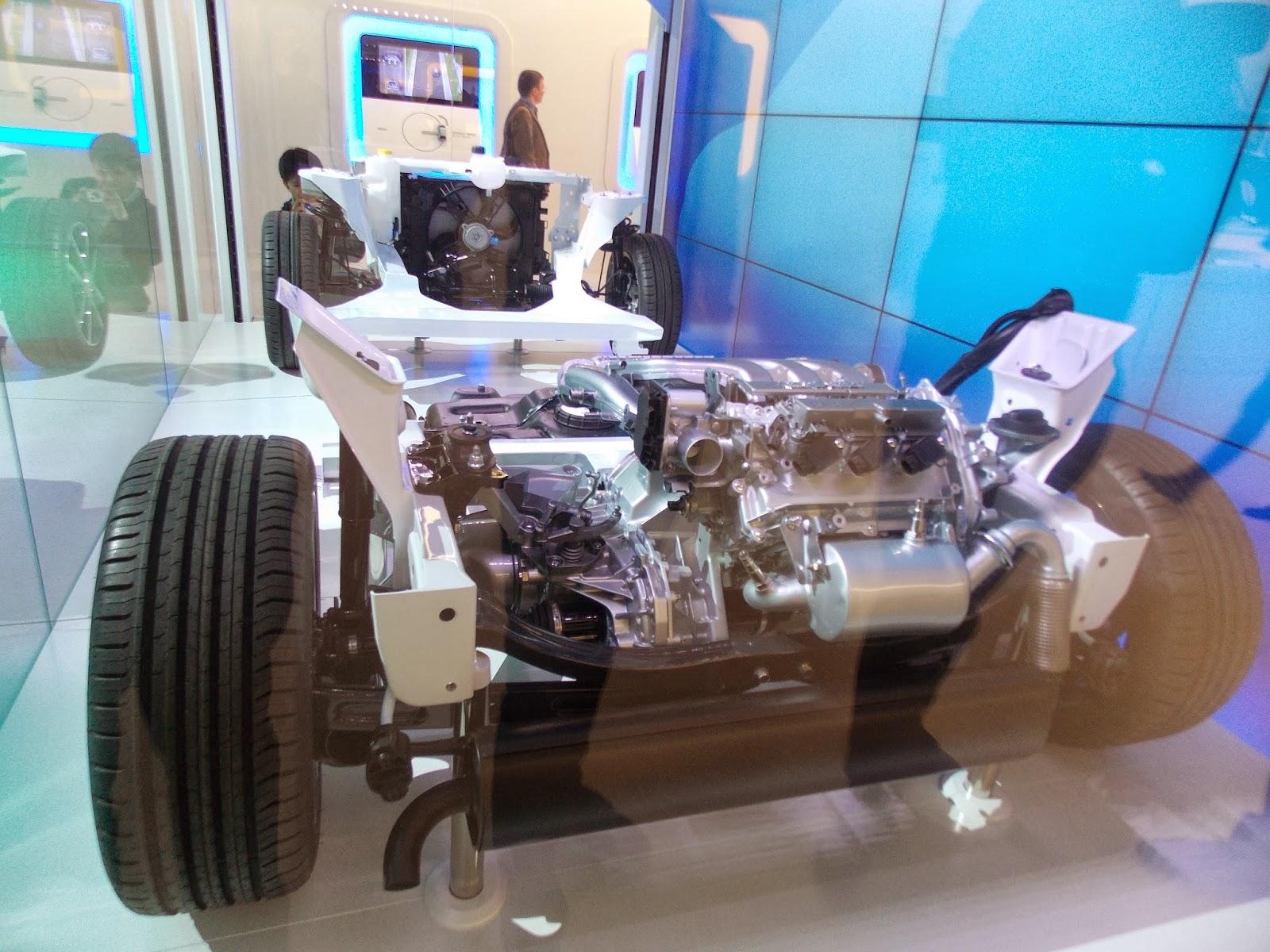 voiture du futur hybrides et moteurs thermiques les nouveaut s de gen ve. Black Bedroom Furniture Sets. Home Design Ideas