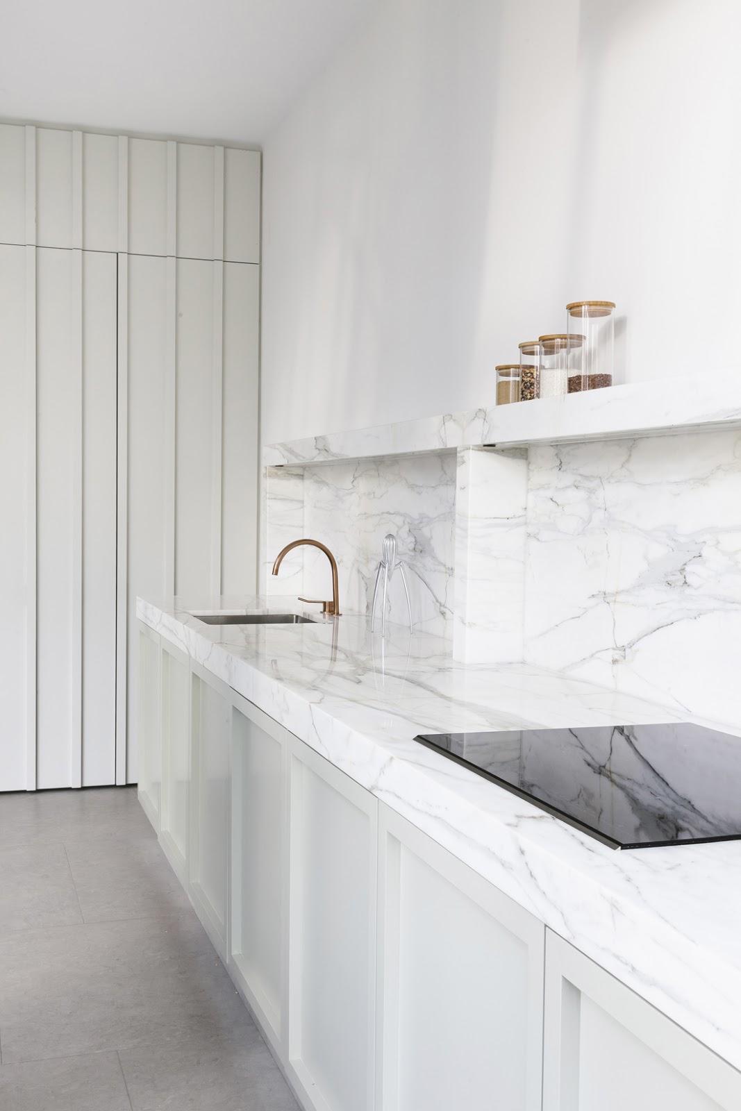 Cucina in verde menta e marmo bianco classico | ARC ART blog by ...
