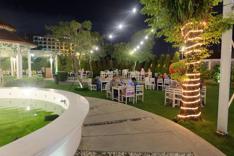 Devi Purwati Dinner Romantis Di Secret Garden Jogja