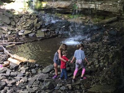 Multiple Momstrosity Happy Wanderer Hiking Halton Hills - 6 scenic hikes in halton hills
