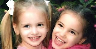 Ένας σταυρός στο Μάτι για τις 5χρονες Μαρία και Εβελίνα που χάθηκαν στις 23 Ιουλίου