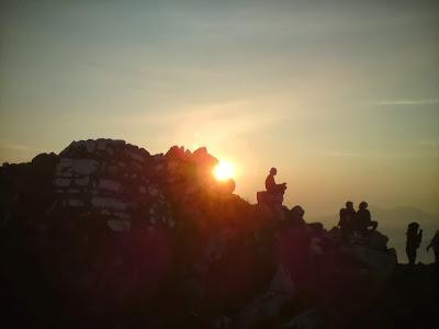 Sunrise di Gunung Sibayak