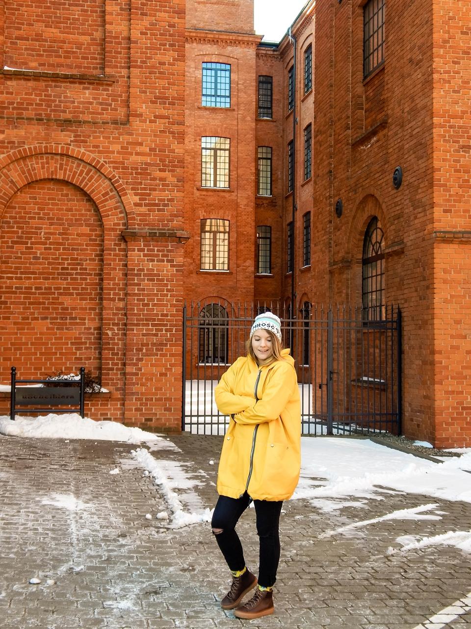 9 obszerny szeroki płaszcz oversize z ogromnym dużym kapturem polska moda marka agagu stylowe kurtki na wiosnę płaszcze