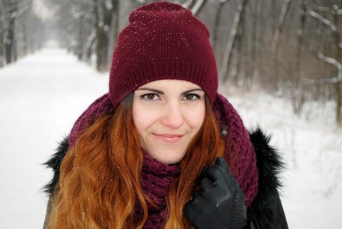 czapka w kolorze bordowym