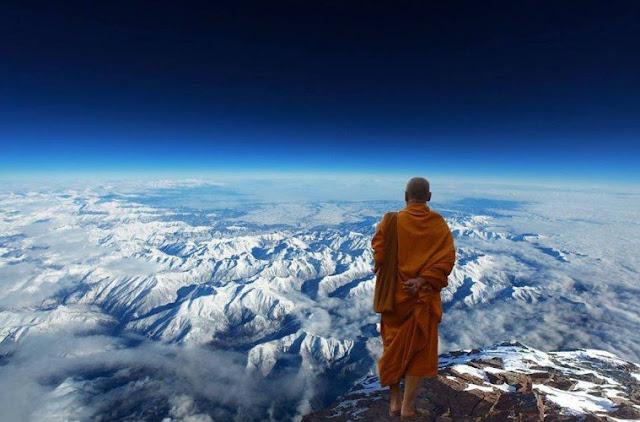 Jika Anda pernah melihat gambar dari puncak gunung yang tinggi dibungkus dengan salju dan 14 Fakta Menarik Pegunungan Himalaya yang Mungkin Belum Kamu Ketahui