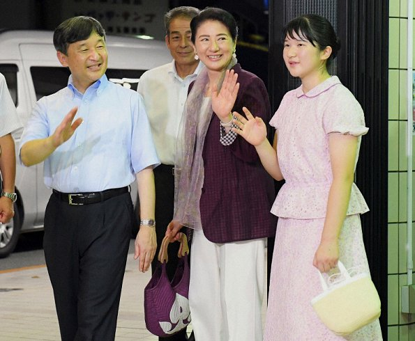 Emperor Naruhito, Empress Masako, and Princess Aiko visited Suzaki Imperial Villa for spend their summer holiday
