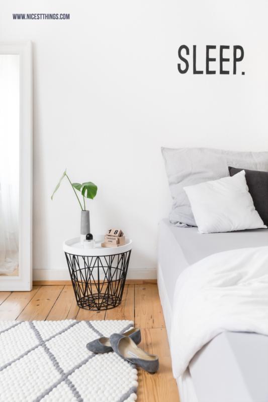 Schlafzimmer mit Filzkugelteppich grau mit Rauten Muster rechteckig #schlafzimmer #filzkugelteppich #schlafzimmerteppich #filzkugeln