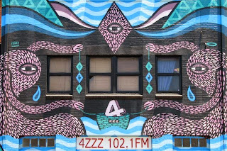 mural on building housing 4ZZZ radio the valley brisbane