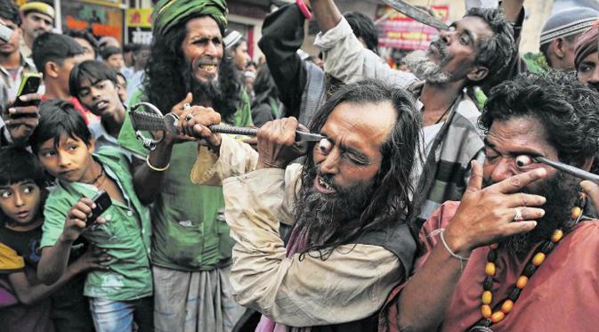 Mencongkel Mata, Ritual Menyeramkan Dari India