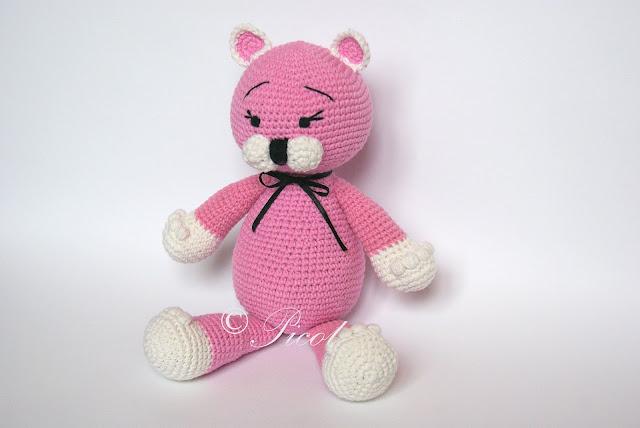 Różowy kot szydełkowy