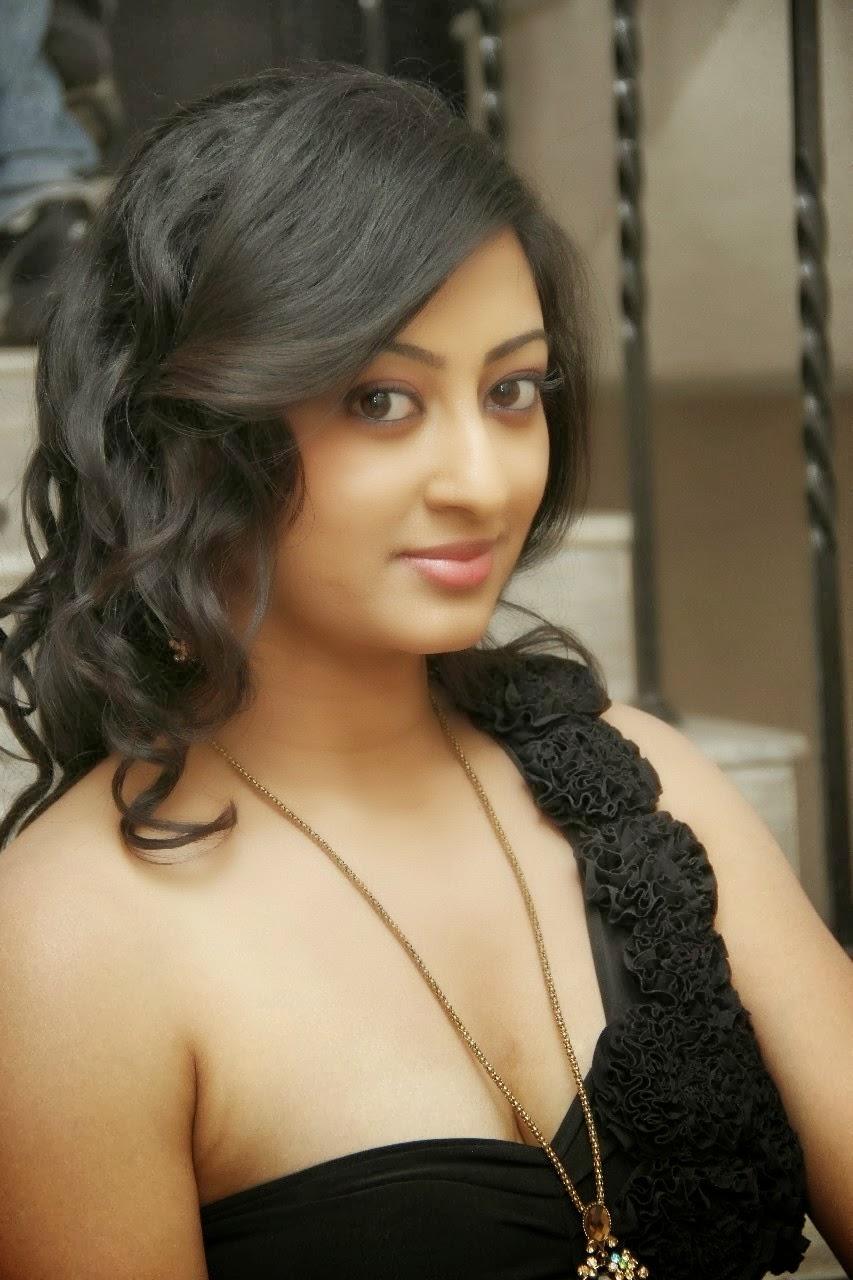 South Indian Sexy Actress Tanishka Black Dress Photo - Venucit-2389