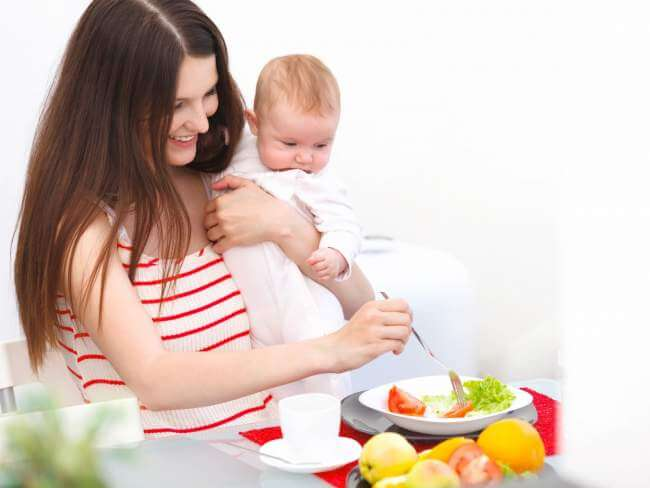 Moms perlu Tau, Inilah 6 Makanan Sehat untuk Ibu Menyususi