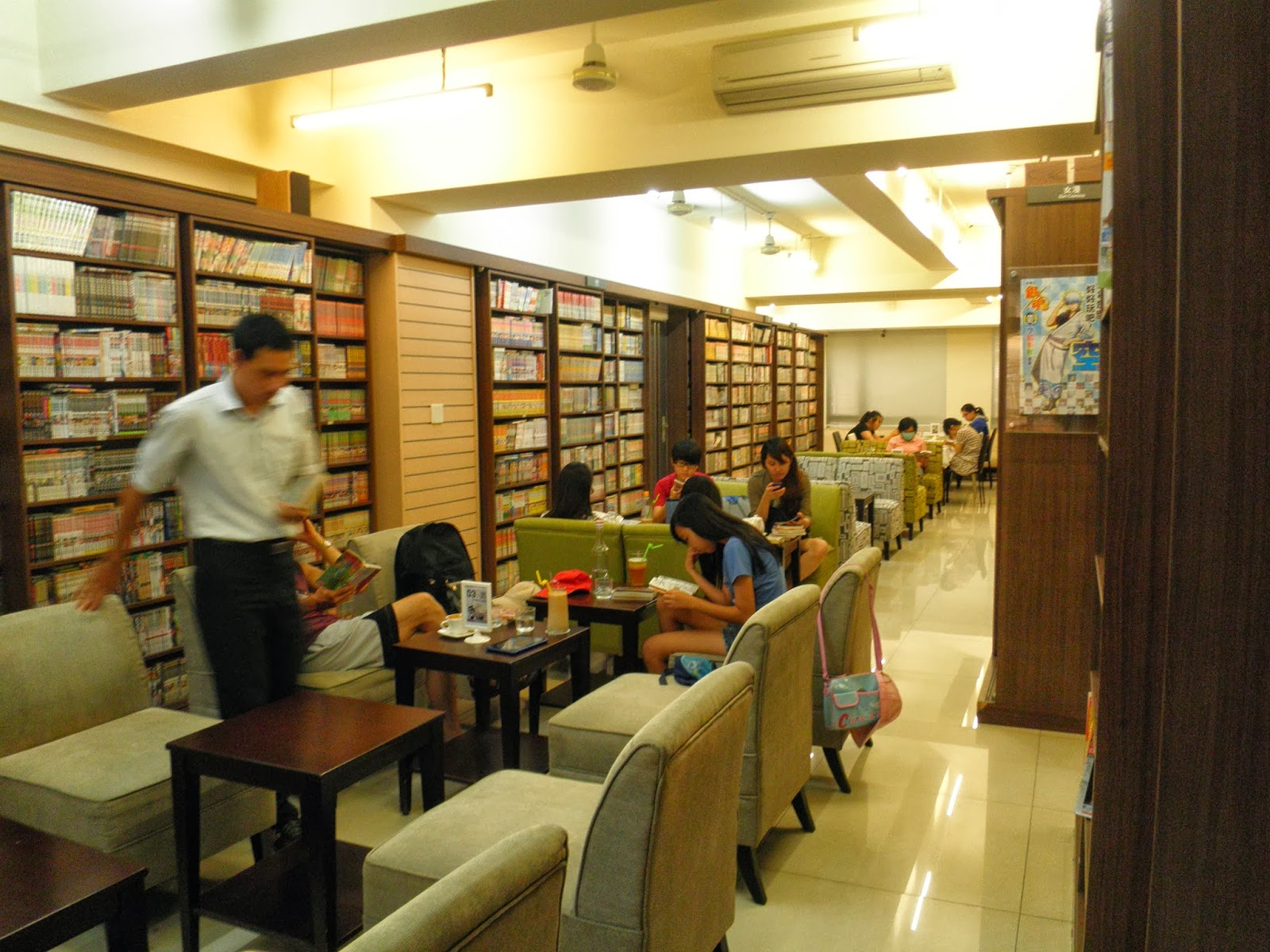 高雄塩埕校友會: the BOOKING 鹽埕區瀨南街177號 - 五星級的租書店