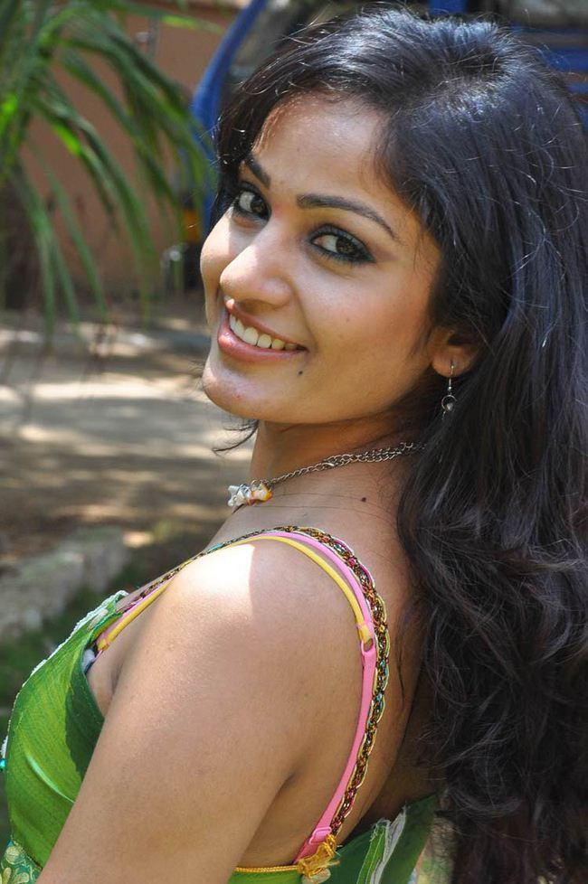 superb Madhavi latha sexy photoshoot