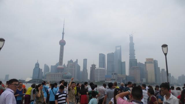 Shanghai - Blick vom Bund aus auf die Skyline von Pudong