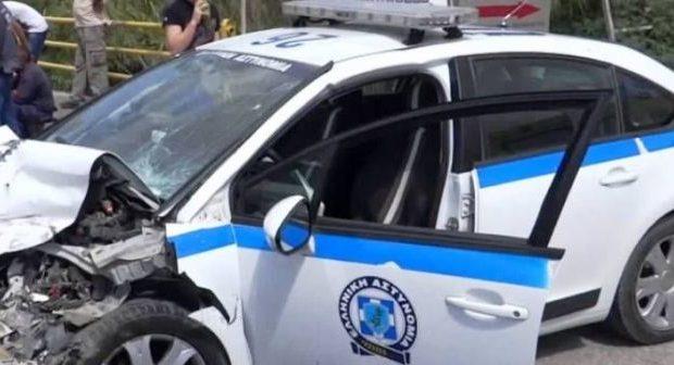 Αυτοκίνητο έπεσε σε περιπολικό της Τροχαίας Αγρινίου –δεν τραυματίστηκαν αστυνομικοί