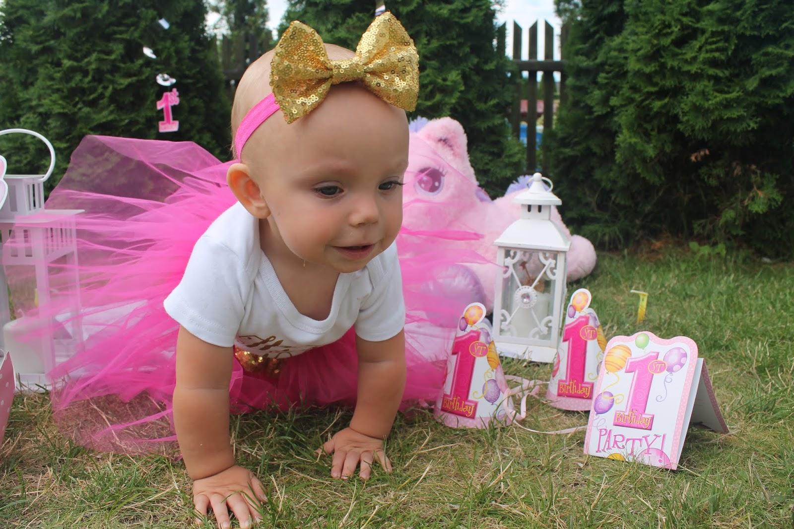 sesja urodzinowa w ogrodzie dla dzieci