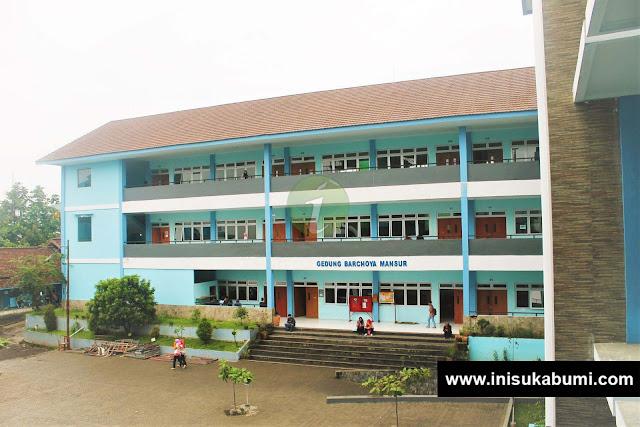 Gedung D yang merupakan ruangan kelas