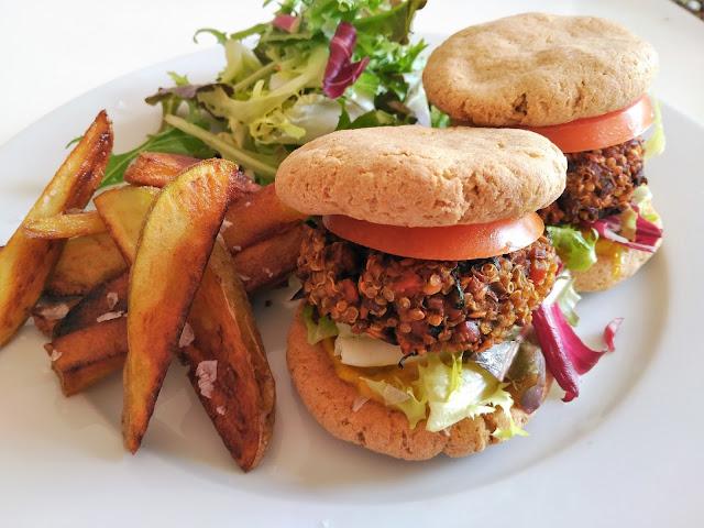Mini hamburguesas de lentejas, quinoa y dátiles con pan de harina de amaranto