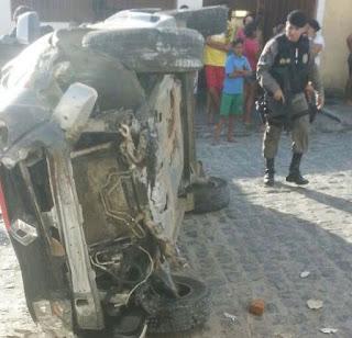 Em Campina Grande, perseguição policial termina com capotamento de viatura